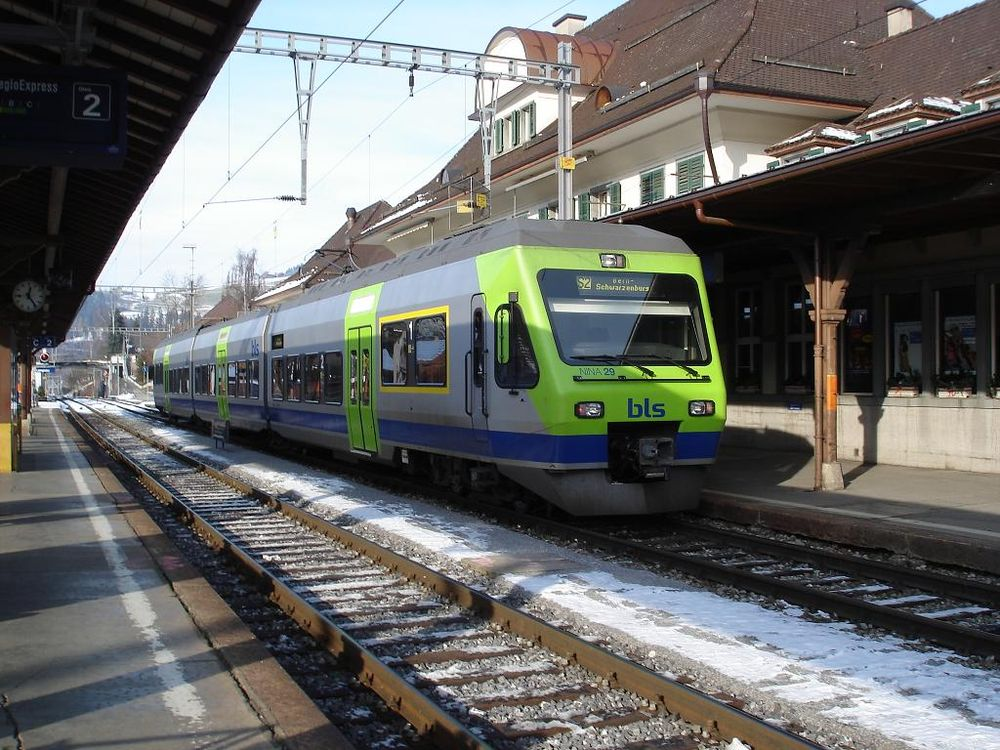 BLS train RABe525